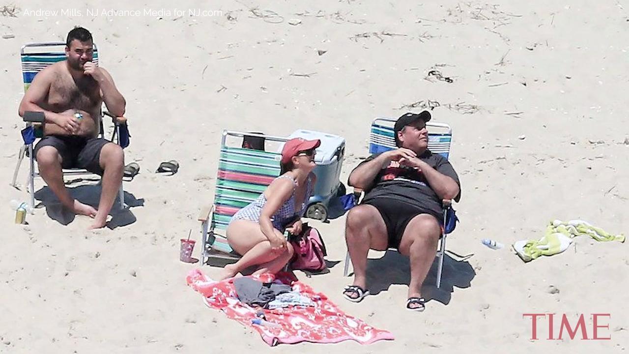 Beachgoers Burn Chris Christie With Sand Sculpture Of Sunbathing Pic