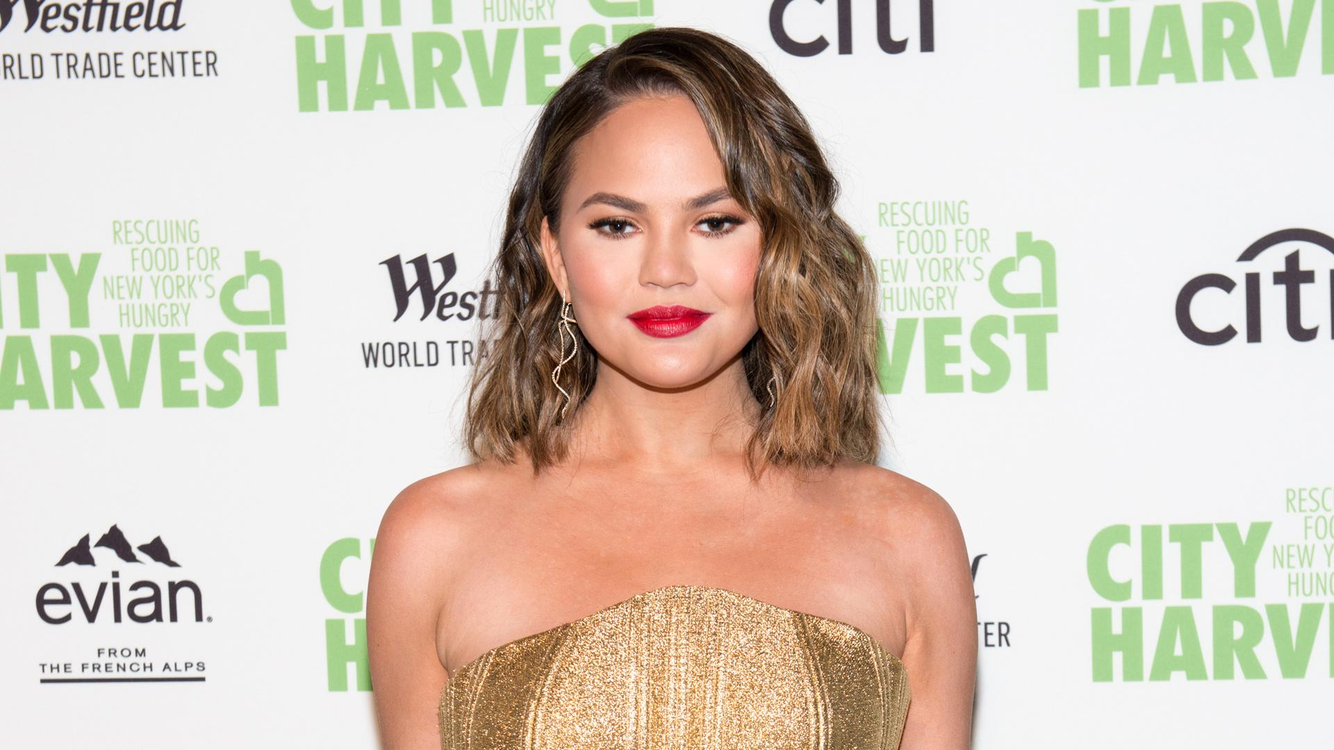 Chrissy Teigen Fangirled Over Alicia Silverstone And Her Iconic Costume