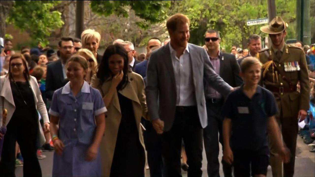 Lorsque Meghan Markle et le prince Harry visitent une école primaire en Australie | HuffPost Québec