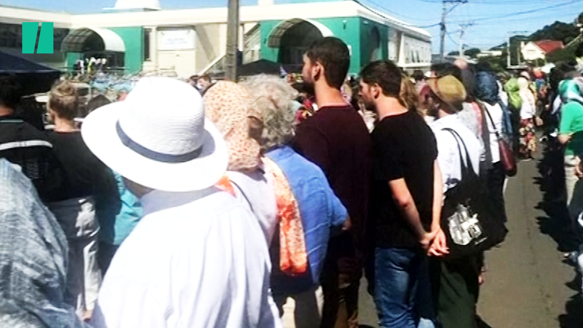 New Zealanders Create Human Chain Around Mosque To Shield Muslims In Prayer