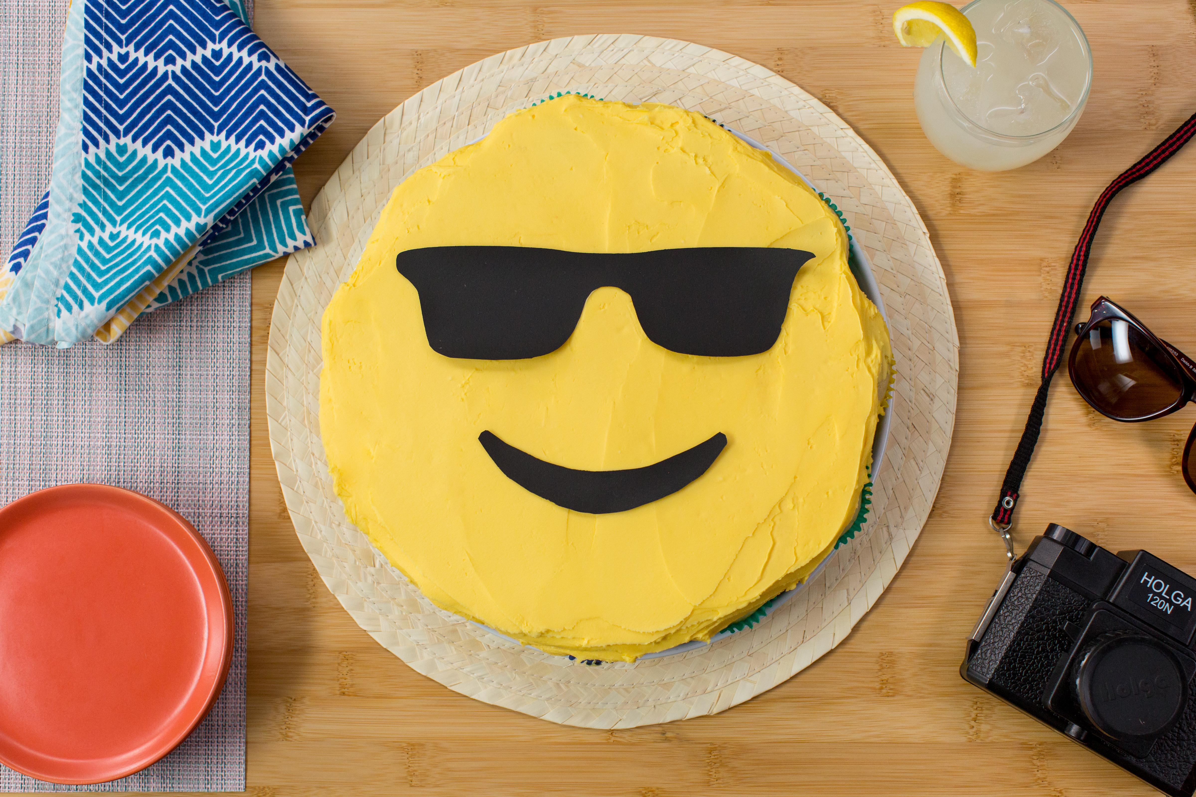 How to make a pull-apart emoji cupcake cake