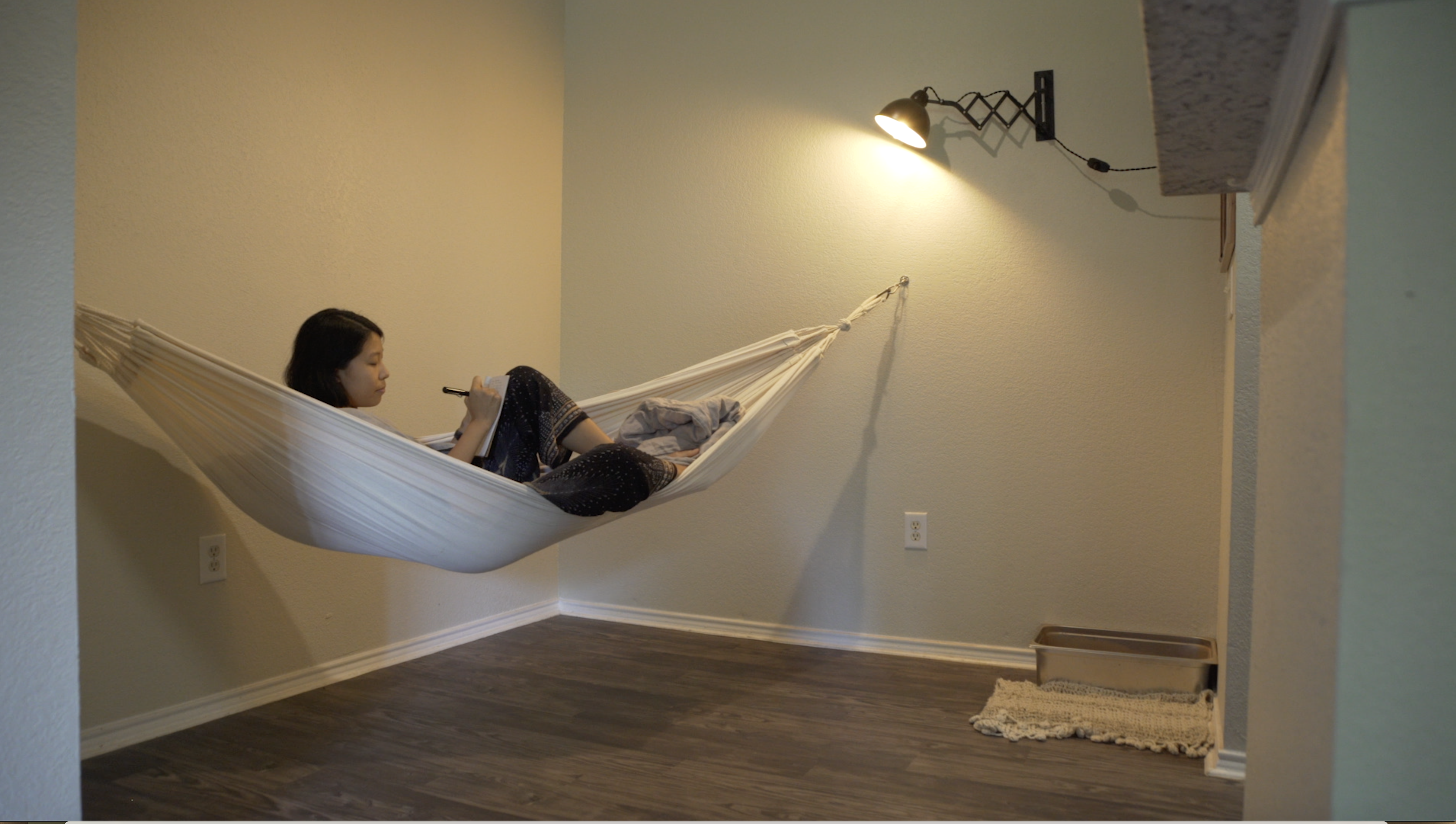 Extreme Minimalists: Woman lives in home without any furniture