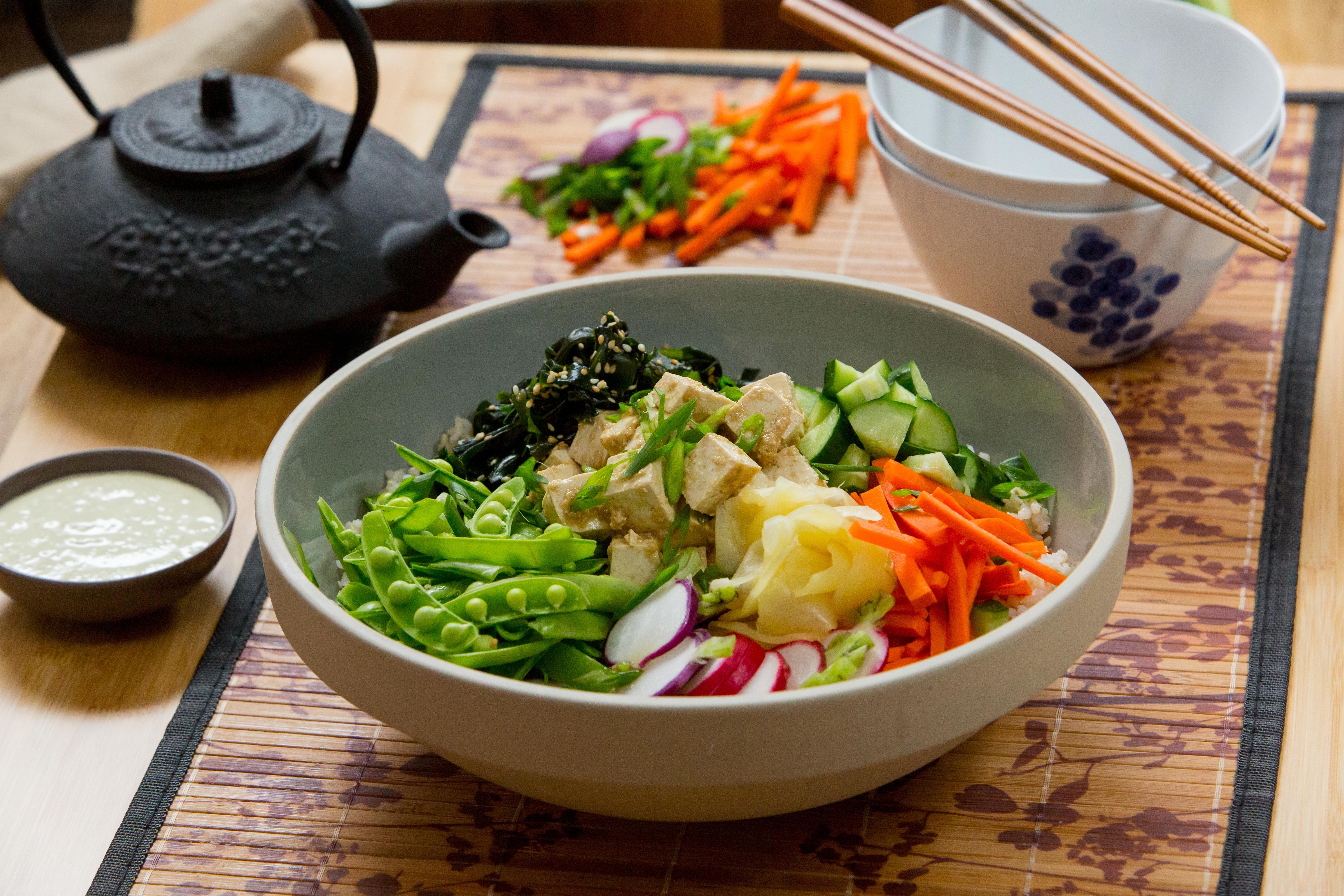 How to make a vegetarian tofu poke bowl