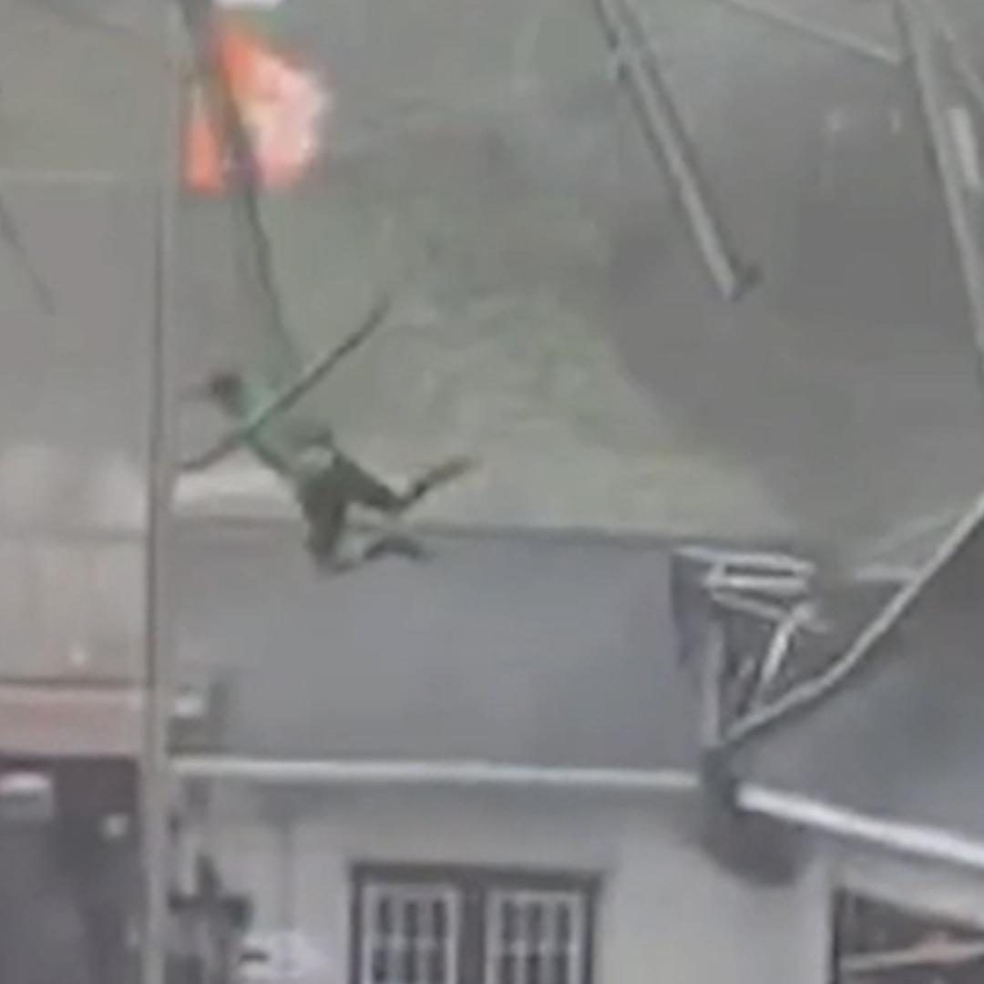 Powerful storm sends South Carolina man flying onto restaurant roof